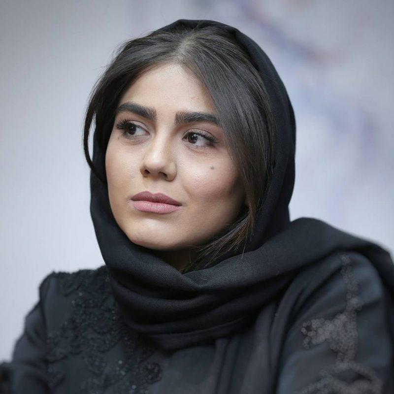 آزاده-زارعی در رستوران تهران بین