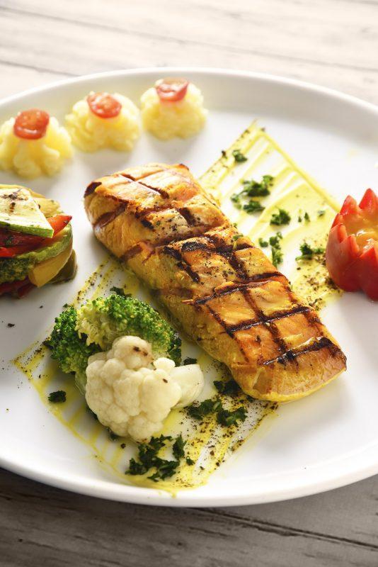 ماهی سالمون نروژی رستوران تهران بین