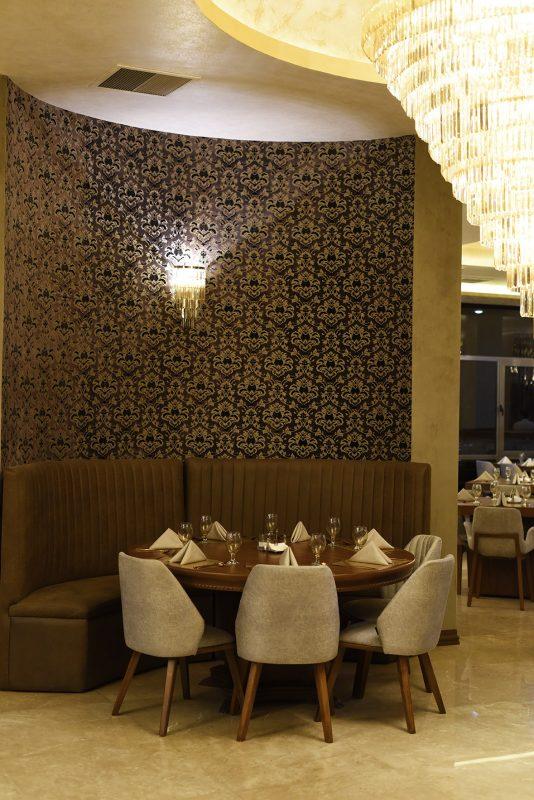 میز VIP رستوران سعادت آباد