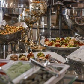 بوفه گرم رستوران تهران بین