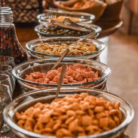 بوفه گرم صبحانه رستوران تهران بین